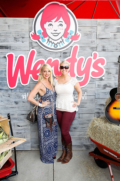 Salad「Wendy's Treats ACM Party For A Cause Festival Attendees To Fresh Made Salads」:写真・画像(4)[壁紙.com]