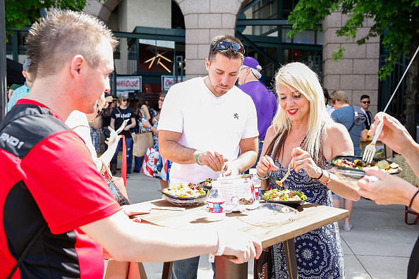 Salad「Wendy's Treats ACM Party For A Cause Festival Attendees To Fresh Made Salads」:写真・画像(15)[壁紙.com]
