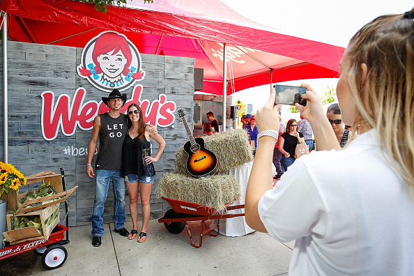 Salad「Wendy's Treats ACM Party For A Cause Festival Attendees To Fresh Made Salads」:写真・画像(9)[壁紙.com]