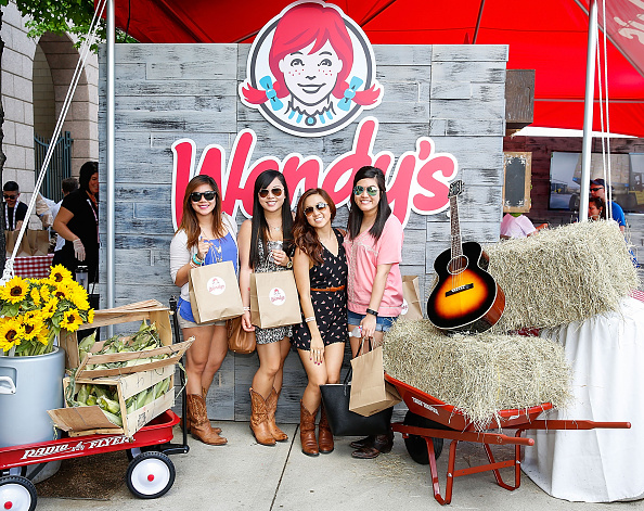 Salad「Wendy's Treats ACM Party For A Cause Festival Attendees To Fresh Made Salads」:写真・画像(12)[壁紙.com]