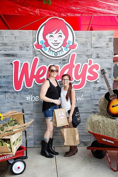 Salad「Wendy's Treats ACM Party For A Cause Festival Attendees To Fresh Made Salads」:写真・画像(6)[壁紙.com]