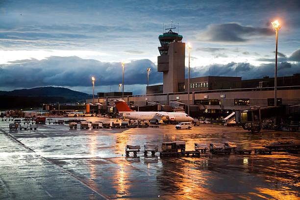 Rainy Evening at Airport Terminal and Hangar:スマホ壁紙(壁紙.com)