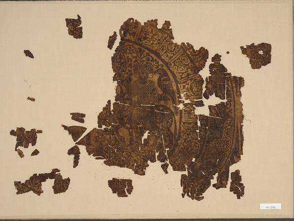 Cloth pattern「Silk Fragment With Falconer Riding A Bull」:写真・画像(19)[壁紙.com]