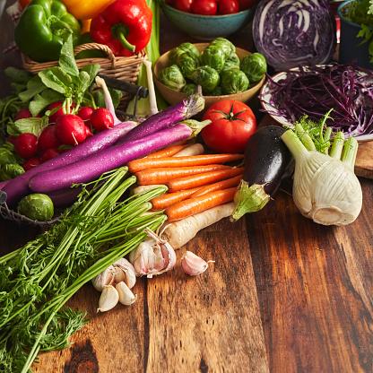 Fennel「Variation of Healthy Fruits and Vegetables on Rustic Background」:スマホ壁紙(14)