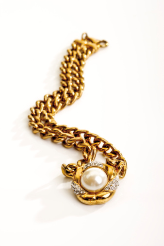 Necklace「Golden necklace」:スマホ壁紙(17)