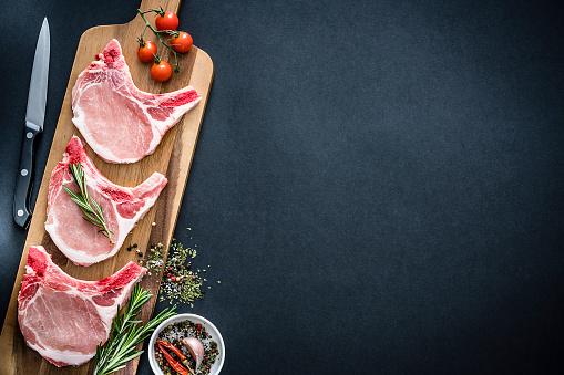 Pork Chop「Raw pork loin chops shot from above with copy space」:スマホ壁紙(17)