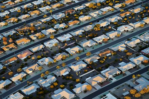 Tilt「USA, Arizona, aerial view of Sun City retirement community」:スマホ壁紙(16)