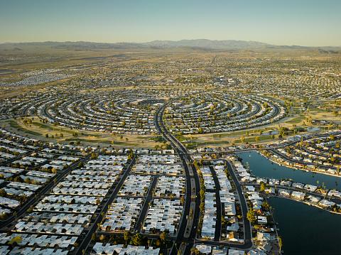 20th Century Style「USA, Arizona, Aerial view of Sun City retirement community」:スマホ壁紙(2)