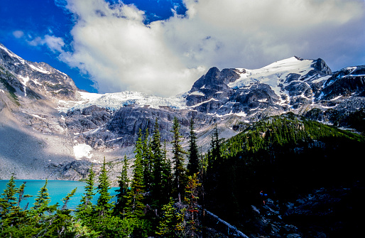 British Columbia Coast Mountains「Upper Joffre Lake, Matier Glacier , Joffre Lakes Provincial Park, British Columbia, Canada」:スマホ壁紙(18)