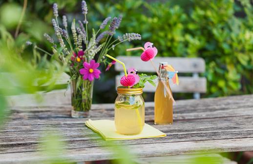 Sunshade「Glass of decorated homemade Elder lemonade」:スマホ壁紙(4)