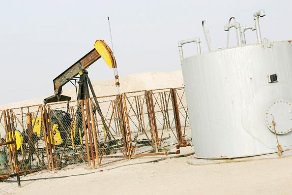 Middle East「Oil pumping well, desert.」:写真・画像(7)[壁紙.com]