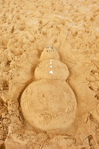 雪だるま「USA, Hawaii, Maui, Makena Beach State Park, snowman in sand」:スマホ壁紙(7)