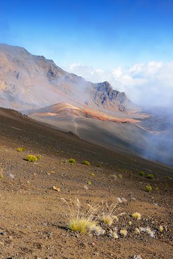 Haleakala National Park「USA, Hawaii, Maui, Haleakala, clouds in the volcanic crater」:スマホ壁紙(4)