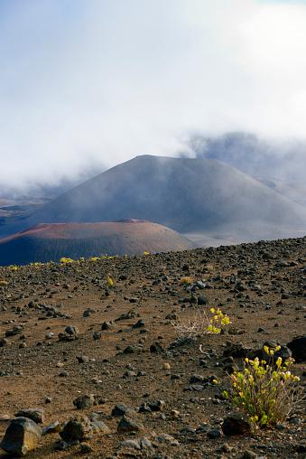 Haleakala National Park「USA, Hawaii, Maui, Haleakala, clouds in the volcanic crater」:スマホ壁紙(14)
