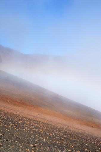 Haleakala National Park「USA, Hawaii, Maui, Haleakala, rainbow in volcanic landscape」:スマホ壁紙(11)