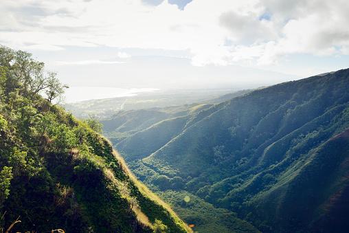 Haleakala National Park「USA, Hawaii, Maui, view from Waihee Ridge Trail to Kahului and Haleakala」:スマホ壁紙(11)