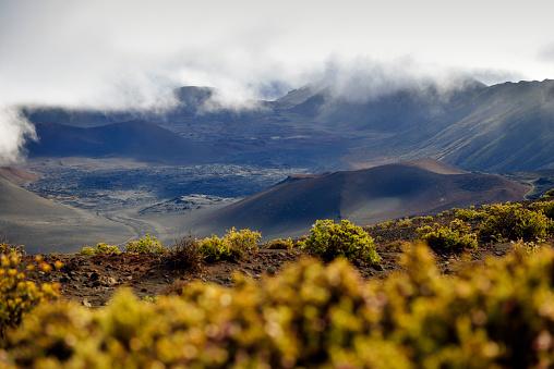 Haleakala National Park「USA, Hawaii, Maui, Haleakala, volcanic landscape with cinder cones」:スマホ壁紙(13)