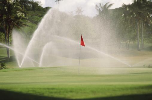 Sprinkler「Sprinklers watering golf course」:スマホ壁紙(0)