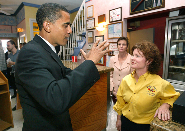 Insurance「Barack Obama Campaigns In Chicago」:写真・画像(3)[壁紙.com]