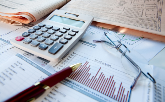 Financial Advisor「Financial tools on a desk」:スマホ壁紙(10)