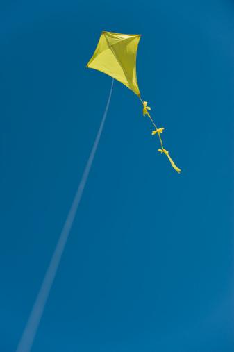 kite flying「Yellow kite flying on a string」:スマホ壁紙(5)