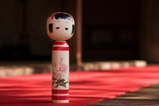 Doll「Kokeshi doll, close-up」:スマホ壁紙(15)