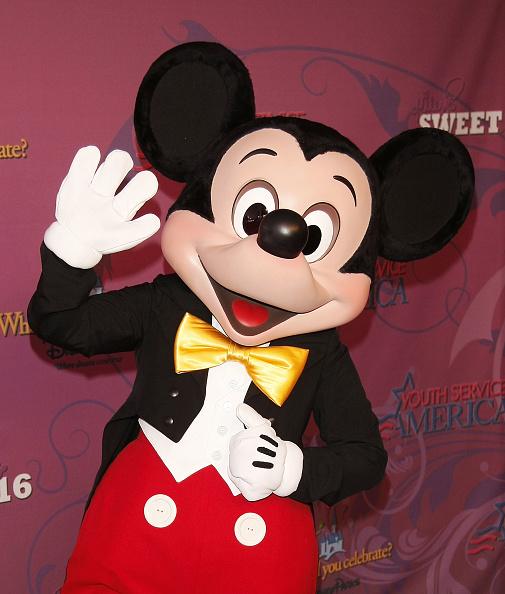Miley Cyrus' 'Sweet 16' Celebration at Disneyland:ニュース(壁紙.com)