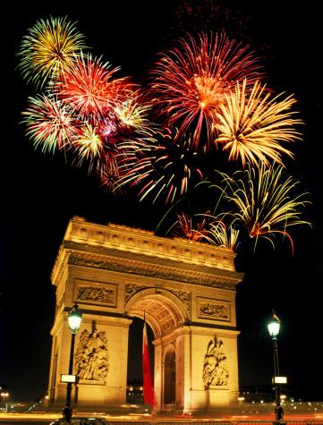 パリ凱旋門の花火のまとめ:2001年10月02日(壁紙.com)