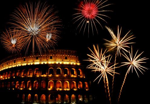 ローマコロッセオの花火風景のまとめ:2009年12月09日(壁紙.com)