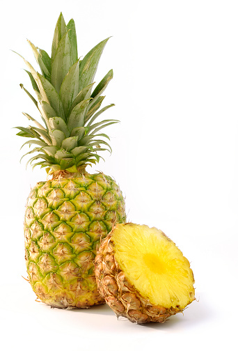 Two Objects「Whole and halved pineapple isolated on white background」:スマホ壁紙(1)