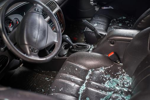 Destruction「Car Window Smashed By A Thief」:スマホ壁紙(0)