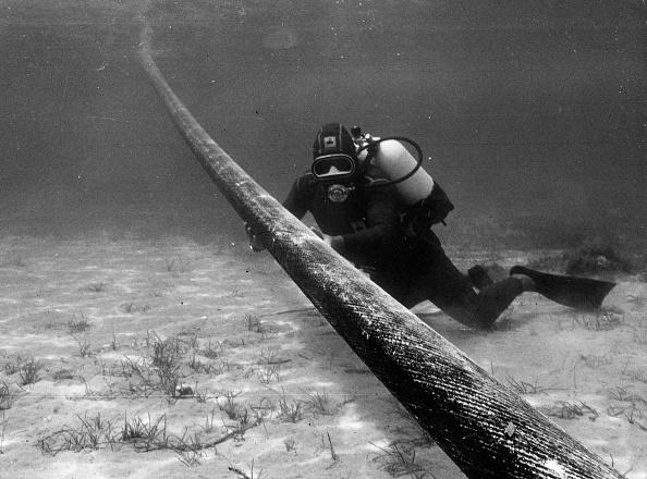 Mediterranean Sea「Pirelli Pipes」:写真・画像(16)[壁紙.com]