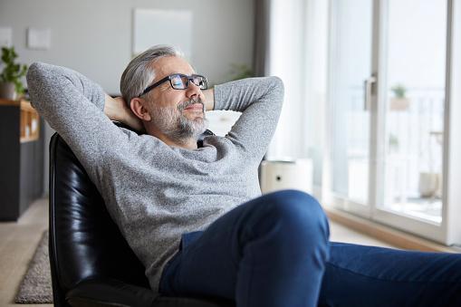Serene People「Portrait of mature man relaxing at home」:スマホ壁紙(4)