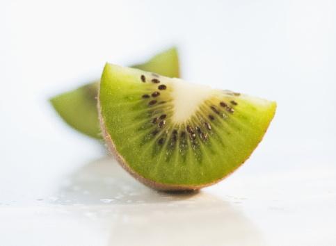 Kiwi「Sliced kiwi」:スマホ壁紙(19)