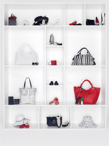 Change Purse「Shelves filled with women's accessories」:スマホ壁紙(7)