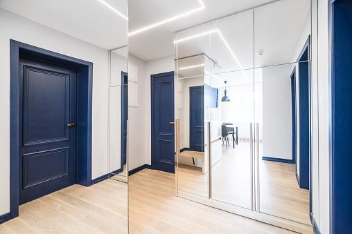 Front Door「Corridor in the apartment」:スマホ壁紙(9)