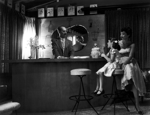 Bar Counter「Groucho Marx And Family」:写真・画像(13)[壁紙.com]