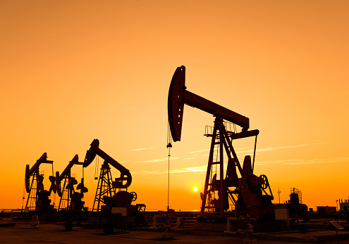Oil Pump「Oil pumps and rig at sunset」:スマホ壁紙(9)