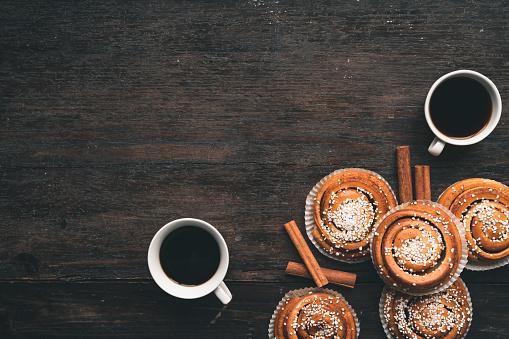 Swedish Culture「Traditional Swedish cinnamon bun on a wooden table」:スマホ壁紙(2)