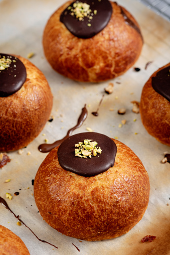 Danish Culture「Traditional Old Fashioned Fastelavnboller or Danish Cream Cakes topped with Pistachios」:スマホ壁紙(9)