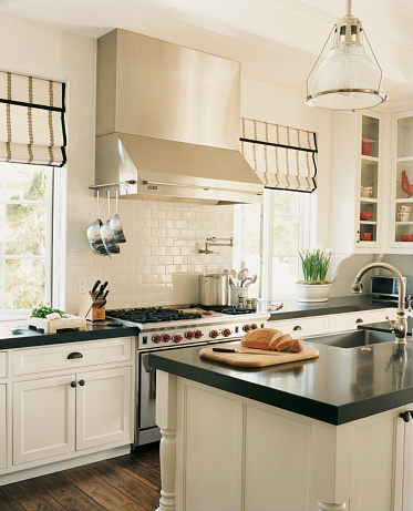 City Of Los Angeles「Traditional Kitchen with White Cabinets」:スマホ壁紙(18)
