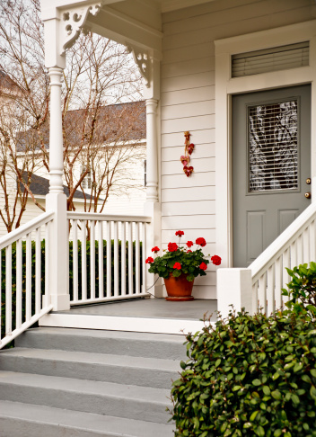 Front Door「Traditional Front Porch with Geraniums」:スマホ壁紙(9)