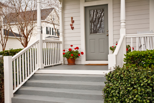 Door「Traditional Front Porch with Geraniums」:スマホ壁紙(4)