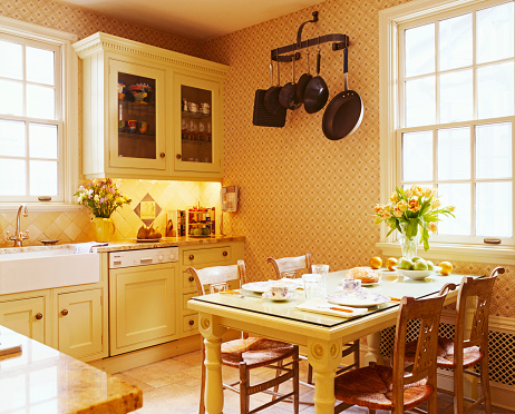 1990-1999「Traditional Country Kitchen with Cane Seat Chairs at Table」:スマホ壁紙(3)