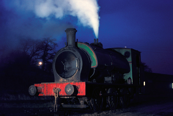 Anticipation「Dawn at Nassington Ironstone Mine as a Hunslet 16 0-6-0ST raises steam in readiness for the day's working. Tuesday 29th December 1970 .」:写真・画像(19)[壁紙.com]