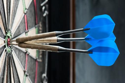 Winning「Dart board with three darts in the bulls eye」:スマホ壁紙(12)
