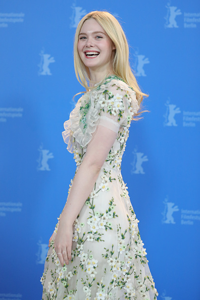 "Elle Fanning「""The Roads Not Taken"" Photo Call - 70th Berlinale International Film Festival」:写真・画像(16)[壁紙.com]"