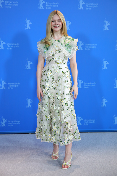 "Elle Fanning「""The Roads Not Taken"" Photo Call - 70th Berlinale International Film Festival」:写真・画像(14)[壁紙.com]"