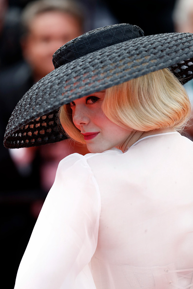 "Elle Fanning「""Once Upon A Time In Hollywood"" Red Carpet - The 72nd Annual Cannes Film Festival」:写真・画像(15)[壁紙.com]"