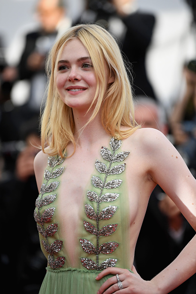 "Elle Fanning「""How To Talk To Girls At Parties"" Red Carpet Arrivals - The 70th Annual Cannes Film Festival」:写真・画像(17)[壁紙.com]"